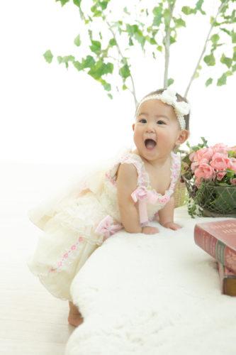 天使のようなカワイイ笑顔のベビー誕生日
